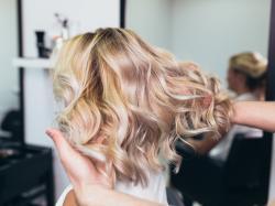 Jak zregenerować suche i zniszczone włosy? Mamy na to sposoby!