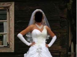 jedno ramię biała ze srebrna koronką zaskakujący tył