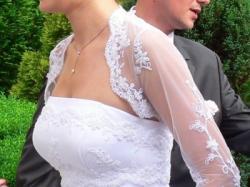 Jednoczęściowa biała suknia z pieknym bolerkiem