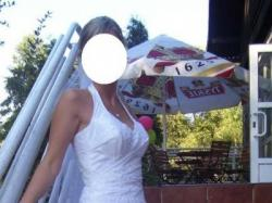 Jednoczęściowa suknia ślubna (790 zł)