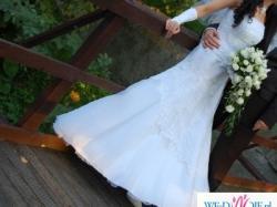 Jeśli szukasz pięknej sukni zdobionej koronką w rozmiarze 36  to dobrze trafiłaś