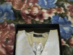 Kamizelka ślubna wraz z musznikiem i chusteczką