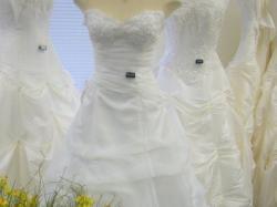 Kanadyjska suknia ślubna za 1000 z dodatkami