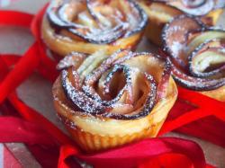 Kasia gotuje z Polki.pl - Róże z jabłek z ciasta francuskiego