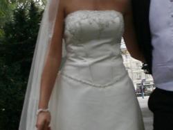 klasyczna, bardzo elegancka i gustowna suknia ślubna z kuferkiem