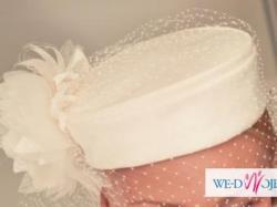 Klasyczna suknia ślubna w kolorze śmietankowym
