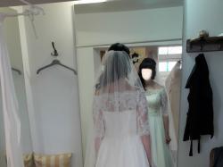 Kobieca muślinowa suknia ecru z koronkowym bolerkiem rozmiar 38