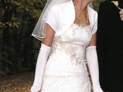kobieca, naturalna suknia ślubna w kolorze ecru
