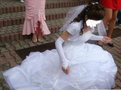 KOLEKCJA 2009 Sprzedam przepiękną śnieżnobiałą suknię  z salonu A.Skrzeszowskiej