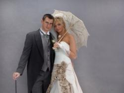 KOMPLET!!! suknia ślubna plus dodatki (parasolka, rękawiczki, welon, biżuteria)