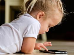 Koniec cyfrowych zombie! Popieracie zakaz używania smartfonów w przedszkolach i szkołach?