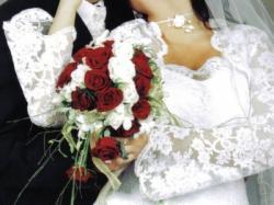 Koronkowa biała suknia ślubna