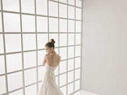 Koronkowa hiszpańska suknia ślubna Lara Rosa Clara