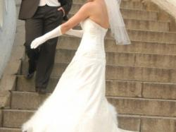 Koronkowa suknia od Lisa Ferrera w kolorze ivory