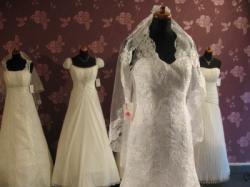 ***Koronkowa suknia ślubna z trenem***