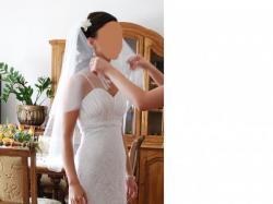 Koronkowa suknia typu Grace, biała