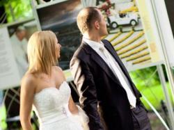 Koronkowa suknia z MADONNY,  śmiet. biel + krawat PIERRE CARDIN gratis