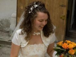 Królewska suknia ecri haftowana koralikami z bolerkiem