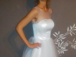 Krótka biała suknia slubna