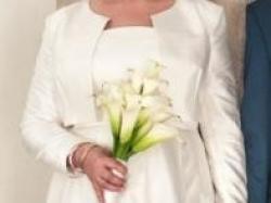 Krótka, elegancka suknia od Anny Kary