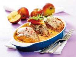 Kurczak z jabłkami w kremowym sosie