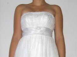 Lekka i wiosenna suknia ślubna