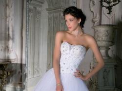 Lisa Ferrera Demetrios, Tiulowa suknia, zwiewna!