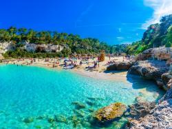 Majorka to jedna z najczęściej odwiedzanych przez turystów wysp. Dlaczego?