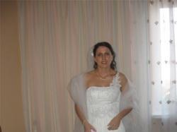Mam do sprzedania białą suknię ślubną w stylu Retro.
