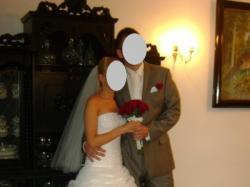 Mam do zaoferowania piękną białą suknię ślubną.