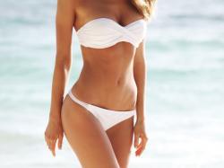 Marzysz o idealnie gładkiej linii bikini? Ten zabieg załatwi sprawę (prawie) definitywnie!