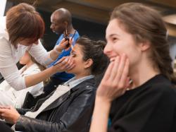 Marzysz o trwałym makijażu, który nie znika po kilku godzinach? Wybrałyśmy 7 baz, które rozwiążą ten problem