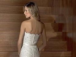 Mieniąca się kryształkami swarowskiego koronkowa suknia z Madonny z trenem!!