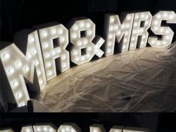 Napis MR & MRS w stylu RETRO z żarówkami WYNAJEM 100cm - LiteroweLovepl