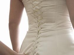 Naprawdę ciekawa suknia z niebieskimi dodatkami;-)
