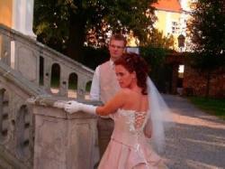 Niebanalna suknia ślubna w niepowtarzalnym kolorze.
