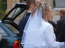 Niepowtarzalna biała jednoczęściowa sukienka