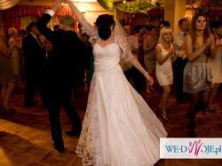 Niepowtarzalna biała suknia z koronką