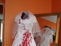 Niepowtarzalna suknia ślubna.