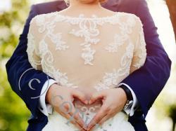 Niepowtarzalna suknia ślubna - koronki, efektowne plecy