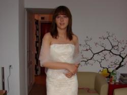Nowa suknia w kolorze szampan na koronce ecru wyklejana kryształami swarovskiego