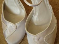 Nowe, atłasowe buty ślubne rozm.38