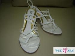 Nowe buty rzymianki, obcas