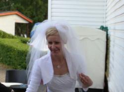 Nowoczesna i elegancka suknia ślubna
