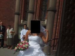 OKAZJA !!!  Piękna  biała  suknia  rozmiar: 38-40