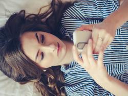 """Okuliści alarmują: grozi nam epidemia """"ślepoty smartfonowej""""?"""
