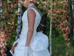 Orginalna i elegancka suknia ślubna