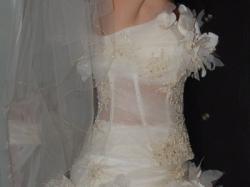 oryginalan suknia ślubna od plastyków