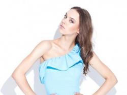 Oryginalna letnia sukienka na jedno ramię