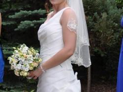 oryginalna suknia ślubna śmietankowa